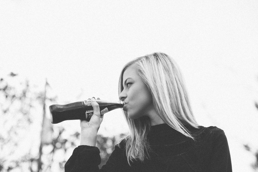 コーラ 炭酸飲料 エナメル質 溶ける