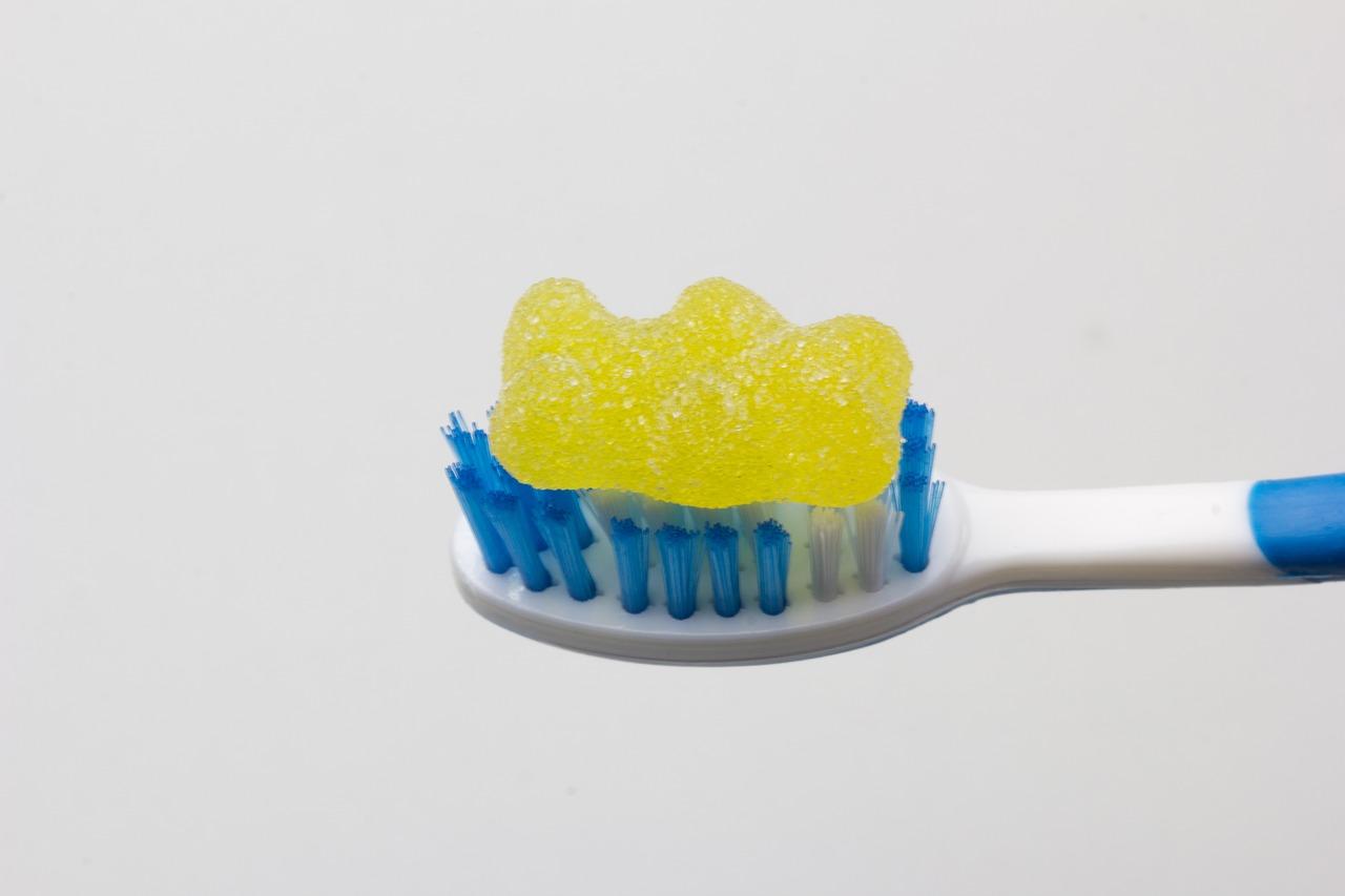 歯が部分的に白くなってきた!ホワイトニングが効いてる証拠⁈ 近年話題になっている脱灰 (だっかい)について