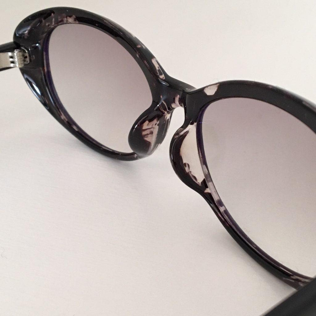 UNIQLO オーバルサングラス 新作 レンズの色 ユニクロ サングラス